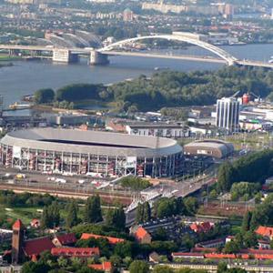 ballonvaart vanuit Rotterdam met zicht op de kuip en de van Brienenoordbrug