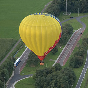 luchtballon boven Enschede