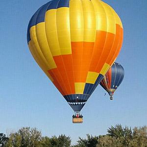 luchtballon boven Rotterdam